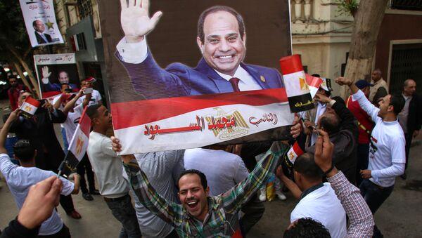 Mieszkańcy Kairu podczas wyborów w Egipcie - Sputnik Polska