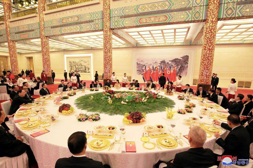 Bankiet w cześć przybcia przywódcy KRLD Kim Dzong Una do Chin