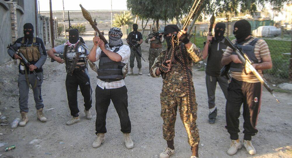 Uzbrojeni iraccy dżihadyści. Zdjęcie archiwalne