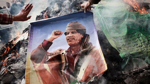 Plakat z podobizną Kaddafiego - Sputnik Polska