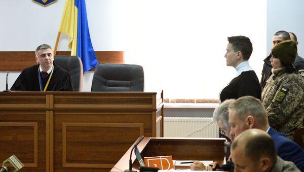 Deputowana Rady Najwyższej Nadieżda Sawczenko, podejrzana o przygotowywanie aktów terrorystycznych w centrum Kijowa, na posiedzeniu w szewczenkowskim sądzie okręgowym w Kijowie - Sputnik Polska