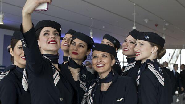 Stewardesy greckich linii lotniczych Aegean Airlines - Sputnik Polska