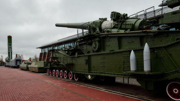 Боевой железнодорожный ракетный комплекс Молодец и железнодорожная артиллерийская система ТМ-3-12 - Sputnik Polska