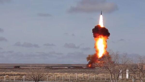 Testy nowego zmodernizowanego pocisku rosyjskiego systemu obrony antybalistycznej na poligonie Sary-Szagan - Sputnik Polska