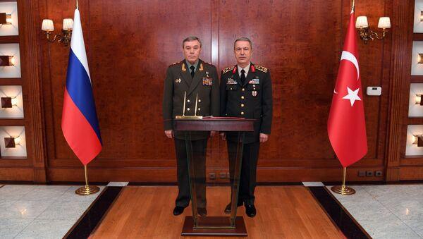 Spotkanie szefów sztabów generalnych Rosji i Turcji Walerija Gierasimowa i Hulusiego Akary w Ankarze - Sputnik Polska
