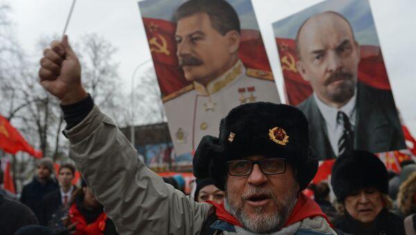 Marsz komunistów w Rosji, rocznica rewolucji październikowej - Sputnik Polska