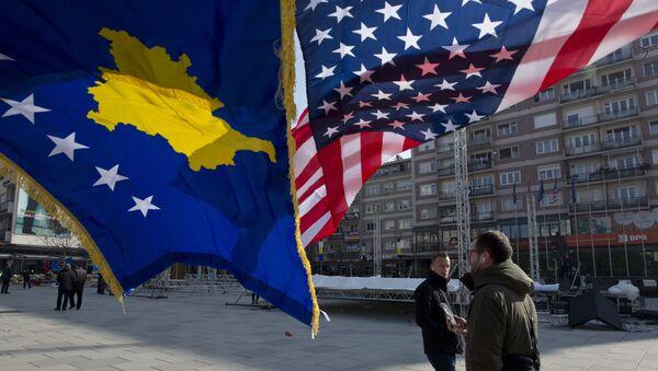 Flaga Kosowa i USA - Sputnik Polska