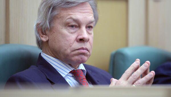 Członek Komisji ds. Obrony i Bezpieczeństwa Rady Federacji Aleksiej Puszkow na posiedzeniu Rady Federacji Rosji - Sputnik Polska