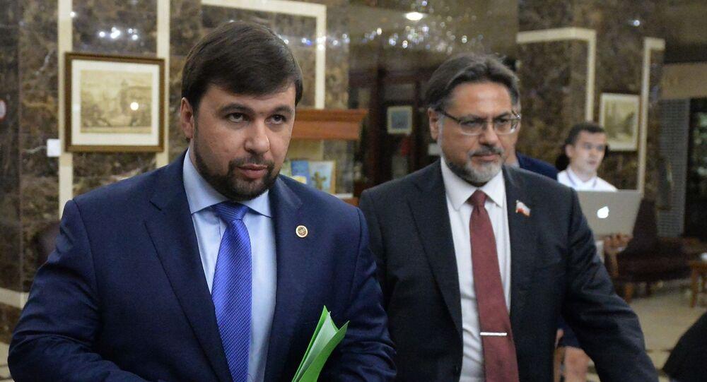 Wiceprzewodniczący Rady Ludowej DRL Denis Puszylin i przedstawiciel ŁRL Władysław Dejnego