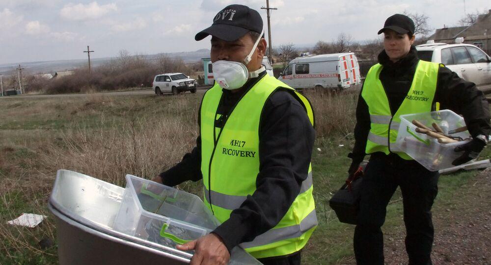 Holenderscy eksperci z Holandii i Malezji na miejscu katastrofy Boeinga w obwodzie donieckim