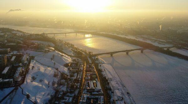 Oblodzona rzeka Oka w Niżnym Nowogrodzie - Sputnik Polska