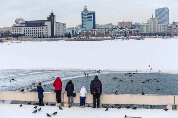 Ludzie na przystani w Kazaniu - Sputnik Polska
