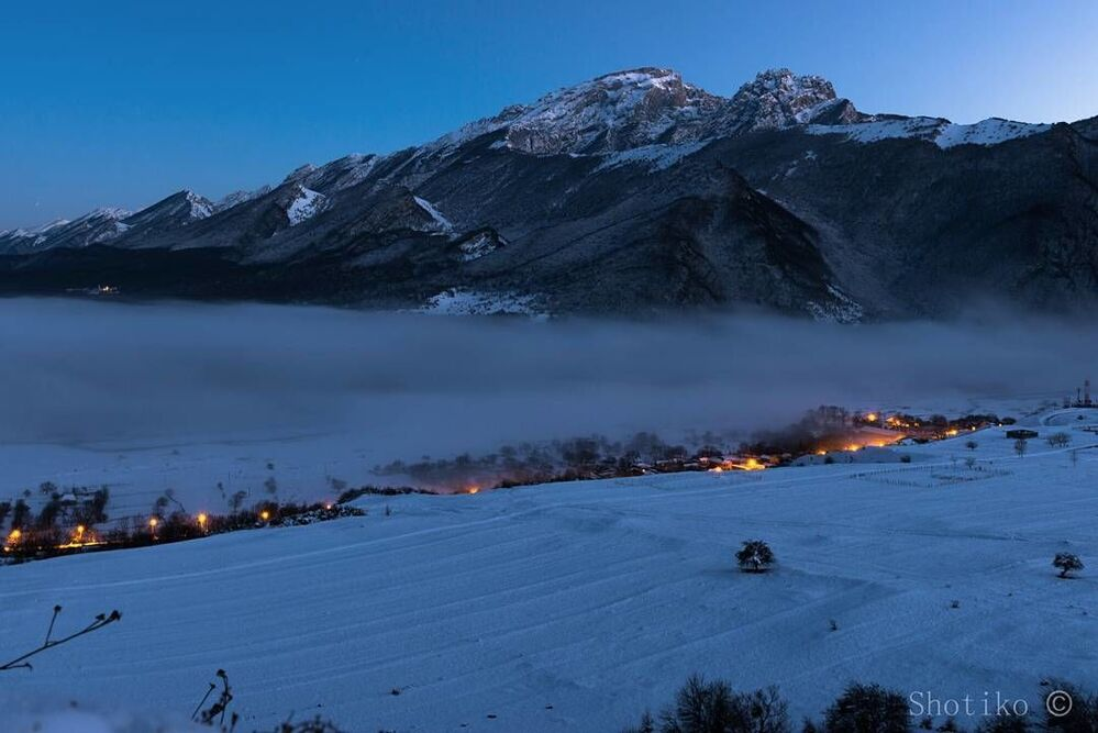 Wieczorny pejzaż w Osetii Północnej