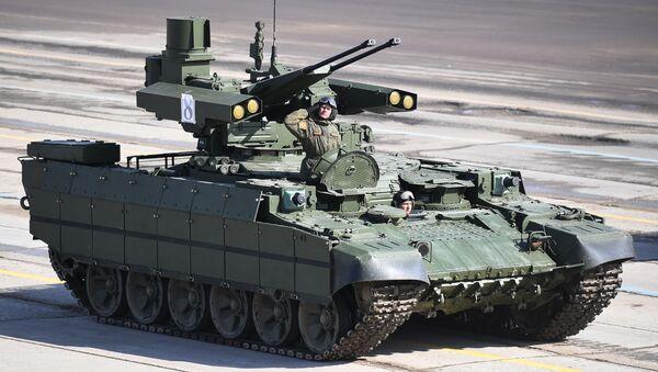 """Wóz bojowy wsparcia czołgów """"Terminator"""" podczas próby przed Paradą Zwycięstwa na poligonie wojskowym """"Alabino"""" w obwodzie moskiewskim - Sputnik Polska"""