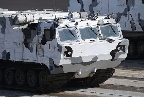 """Przeciwlotniczy system rakietowy """"Tor M2"""" na bazie pojazdu terenowego DT-30 podczas próby przed Paradą Zwycięstwa na poligonie wojskowym """"Alabino"""" w obwodzie moskiewskim - Sputnik Polska"""