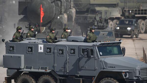 """Samochód pancerny """"Ural-432009"""" podczas próby przed Paradą Zwycięstwa na poligonie wojskowym """"Alabino"""" w obwodzie moskiewskim - Sputnik Polska"""