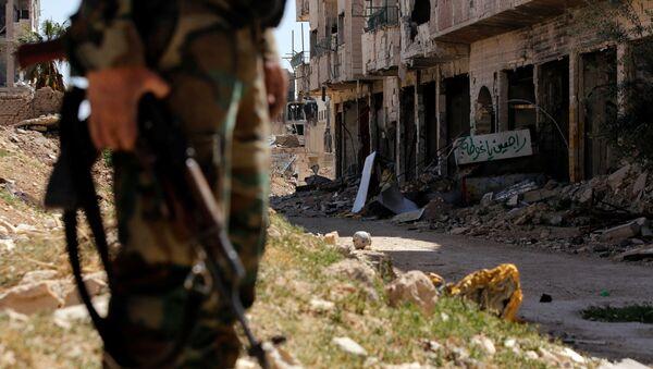 Żołnierz syryjskiej armii na posterunku na jednej z ulic Damaszku - Sputnik Polska