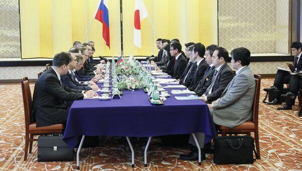 Ministrowie spraw zagranicznych Rosji i Japonii Siergiej Ławrow i Taro Kono podczas spotkania w Tokio - Sputnik Polska