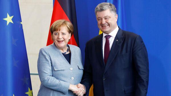 Kanclerz Niemiec Angela Merkel i prezydent Ukrainy Petro Poroszenko w Berlinie - Sputnik Polska