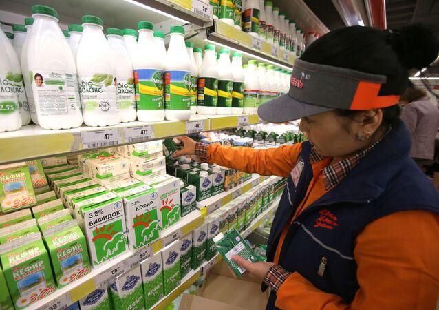 """Pracowniczka supermarketu """"Karusiel"""""""