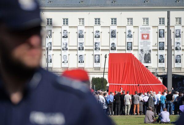 Odsłonięcie pomnika ofiar katastrofy smoleńskiej w Warszawie - Sputnik Polska