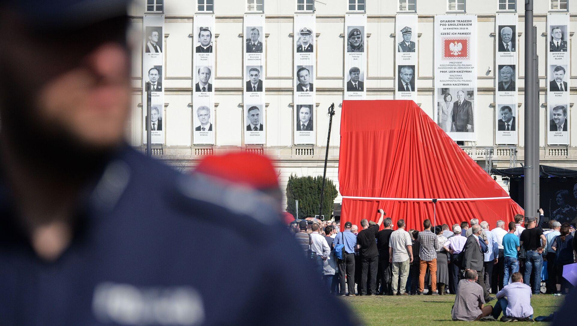 Odsłonięcie pomnika ofiar katastrofy smoleńskiej w Warszawie - Sputnik Polska, 1920, 26.04.2021