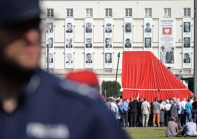 Odsłonięcie pomnika ofiar katastrofy smoleńskiej w Warszawie