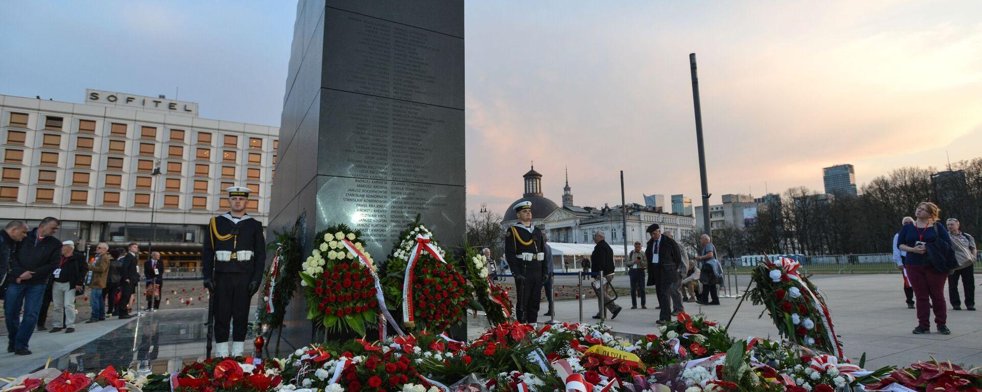 Pomnik ofiar katastrofy smoleńskiej w Warszawie  - Sputnik Polska, 1920, 10.07.2021