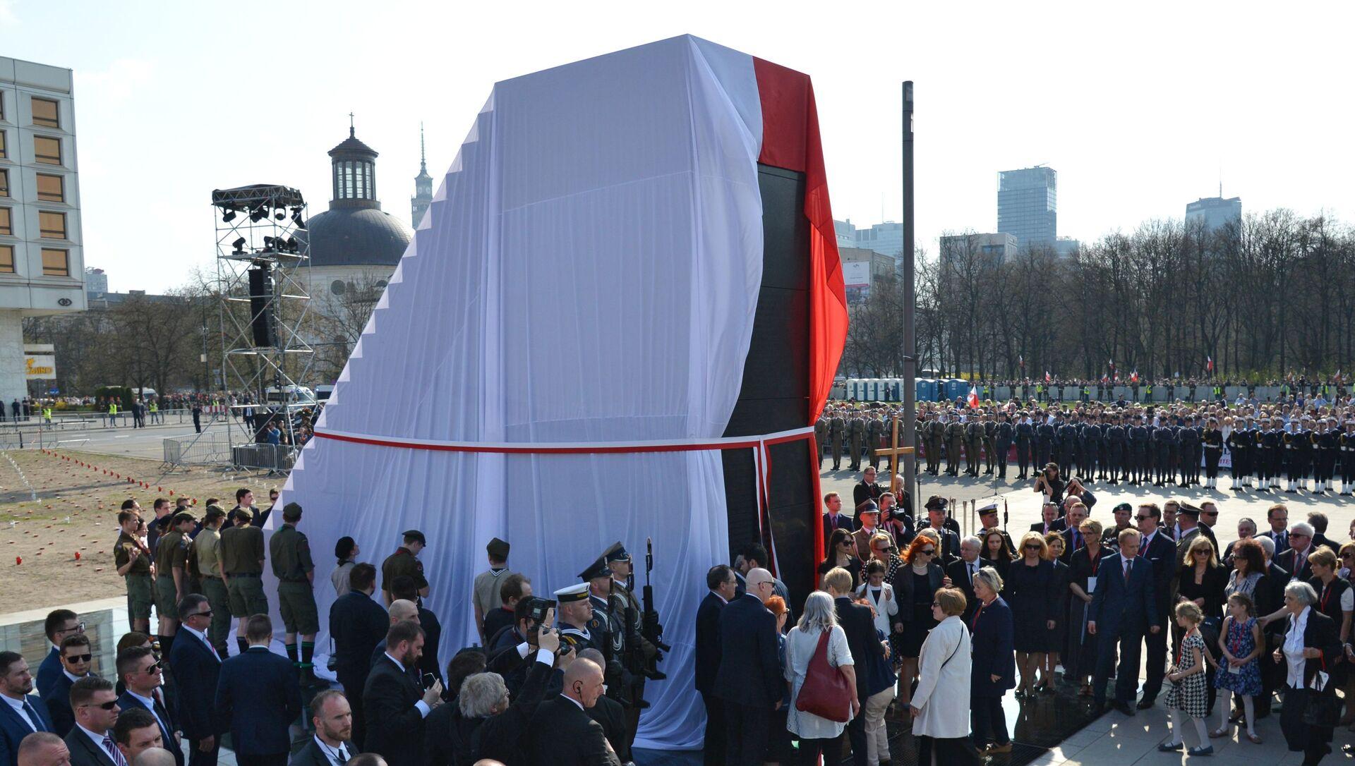 Odsłonięcie pomnika ofiar katastrofy smoleńskiej w Warszawie - Sputnik Polska, 1920, 09.04.2021