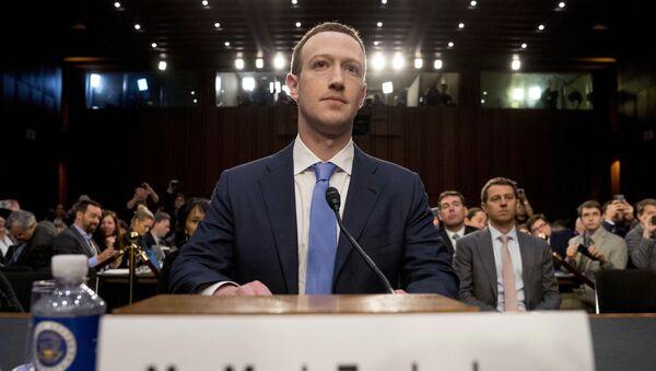 Mark Zuckerberg w Senacie USA - Sputnik Polska