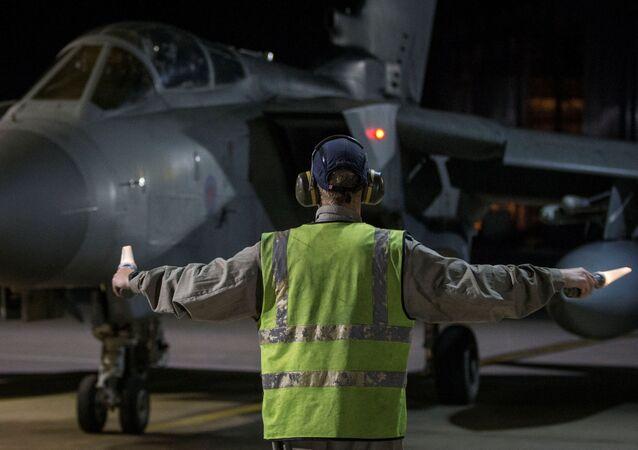 Samolot RAF Tornado wylądował na Cyprze po uderzeniu krajów zachodniej koalicji na Syrię