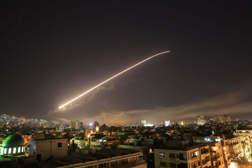 Niebo nad Danaszkiem podczas uderzenia krajów zachodniej koalicji na Syrię