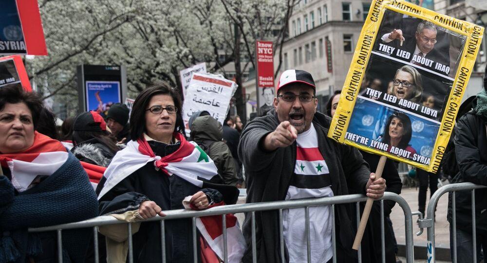 Uczestnicy akcji protestu przeciwko nalotom w Syrii. Nowy Jork