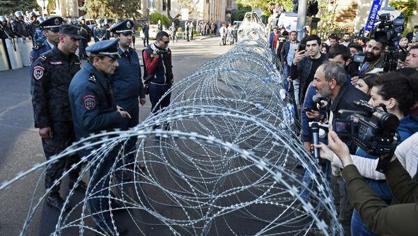 Protesty w Erywaniu w Armenii - Sputnik Polska