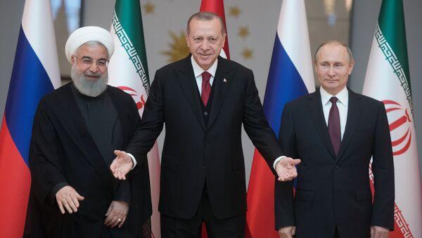Prezydent Iranu Hasan Rouhani, prezydent Turcji Recep Tayyip Erdogan i prezydent Rosji Władimir Putin na spotkaniu w Ankarze - Sputnik Polska