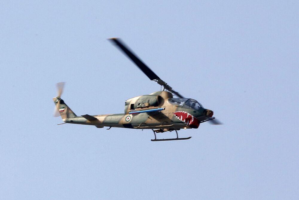 Helikopter irańskiej armii na paradzie wojskowej w Teheranie