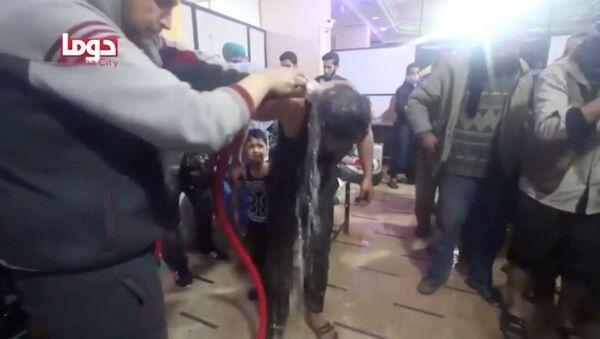 Sceny z poszkodowanymi wskutek domniemanego ataku chemicznego w Dumie, Syria - Sputnik Polska