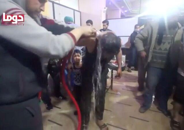 Sceny z poszkodowanymi wskutek domniemanego ataku chemicznego w Dumie, Syria