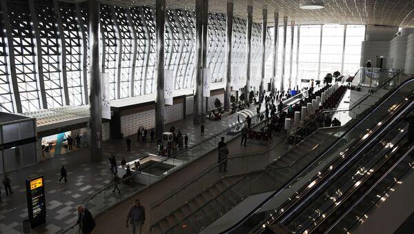 Pasażerowie na terytorium nowego terminala Krymska Fala - Sputnik Polska