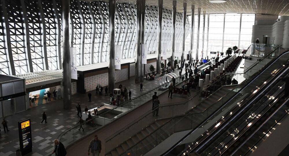 Pasażerowie na terytorium nowego terminala Krymska Fala