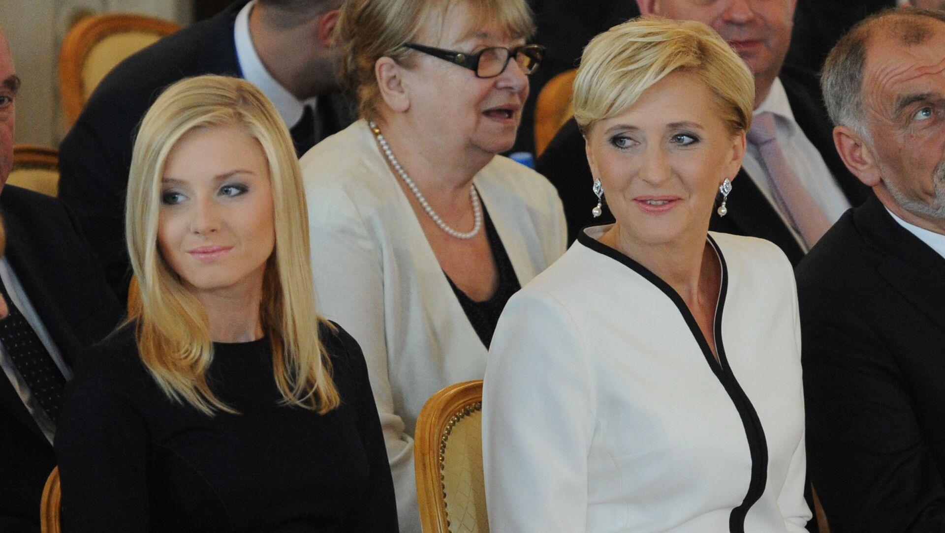 Pierwsza dama Polski Agata Kornhauser-Duda z córką Kingą Dudą na ceremonii inauguracji - Sputnik Polska, 1920, 14.06.2021
