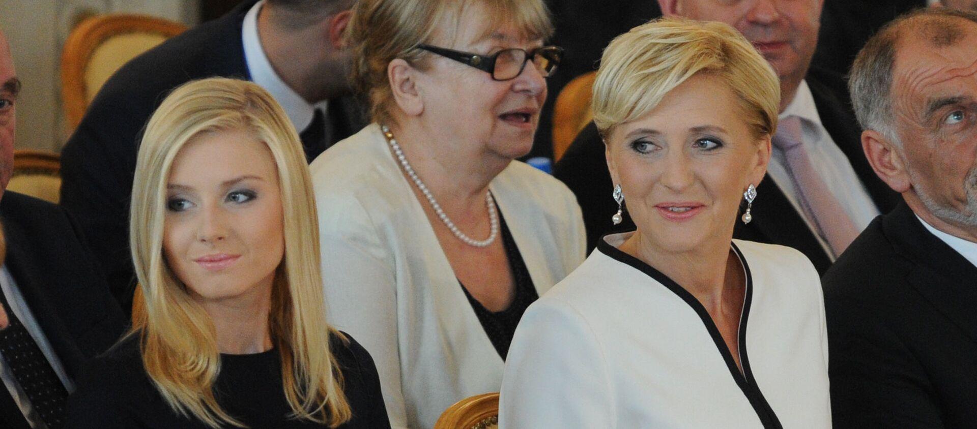 Pierwsza dama Polski Agata Kornhauser-Duda z córką Kingą Dudą na ceremonii inauguracji - Sputnik Polska, 1920, 14.01.2021