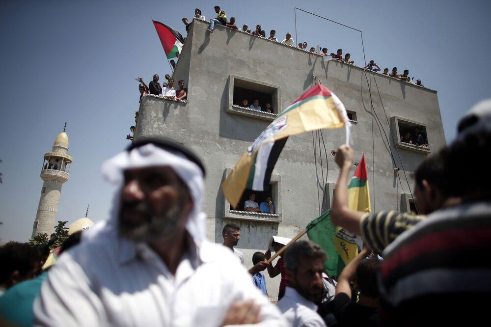 Palestyńczycy na pogrzebie 18-miesięcznego dziecka, które zginęło podczas podpalenia