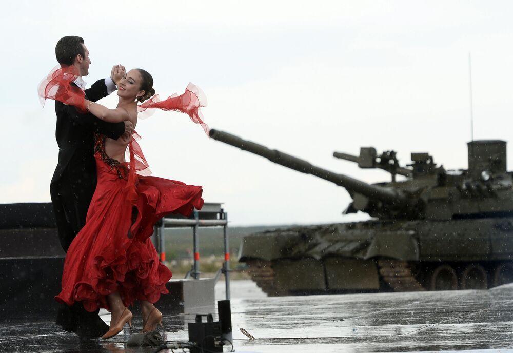 Uroczysta ceremonia otwarcia Wojskowych Igrzysk Międzynarodowych - 2015 na poligonie w Ałabinie