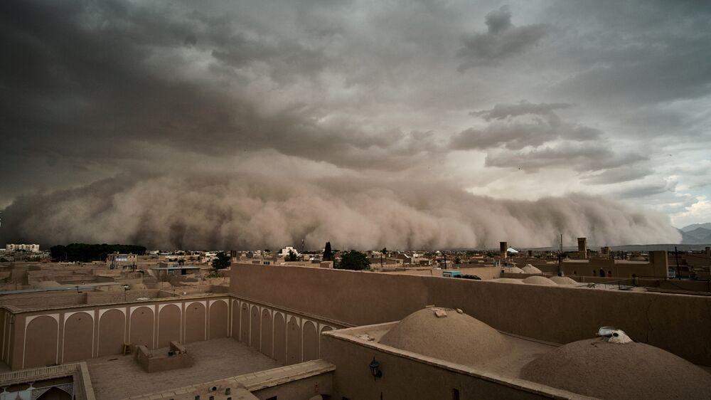 Podczas burzy piaskowej w Yazd, Iran