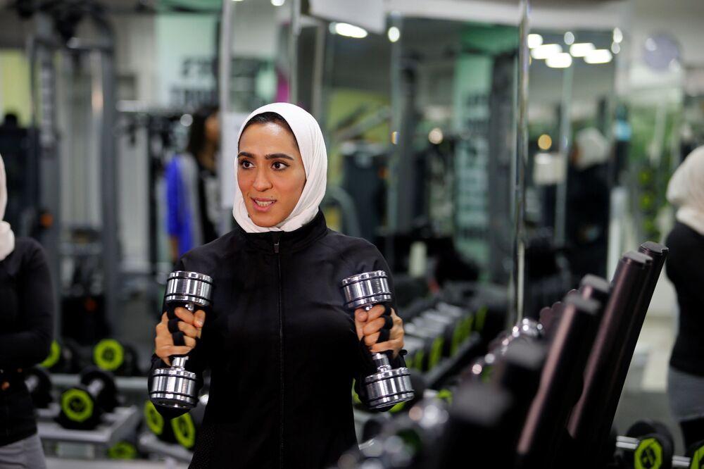 Dziewczyna podczas treningu w Al-Katif, Arabia Saudyjska