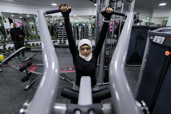 Zajęcia w siłowni w Al-Katif, Arabia Saudyjska - Sputnik Polska