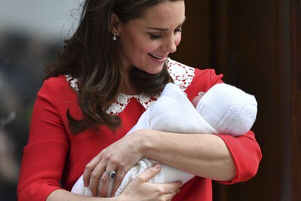 Księżna Cambridge z nowo narodzonym synem - Sputnik Polska
