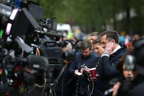 Dziennikarze przed szpitalem w centrum Londyna - Sputnik Polska