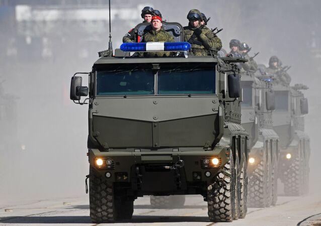 Pojazdy opancerzone Tajfun-K na poligonie Alabino